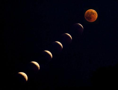 Il suggestivo spettacolo della Luna Rossa