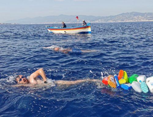 A nuoto nello Stretto per dire no alla plastica