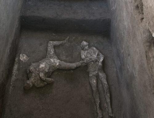 Riaffiorano i corpi di due antichi pompeiani