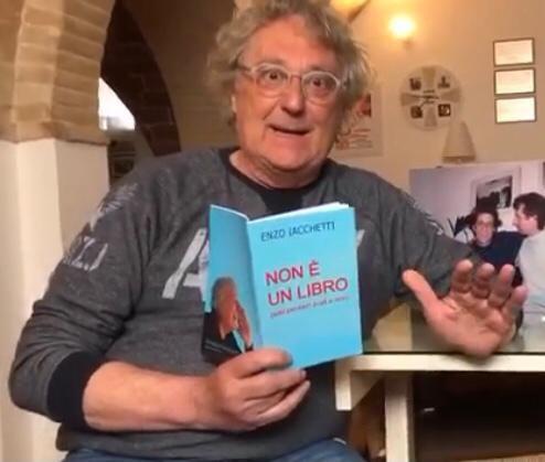 """Il """"libro non libro"""" scritto da Enzo Iacchetti"""