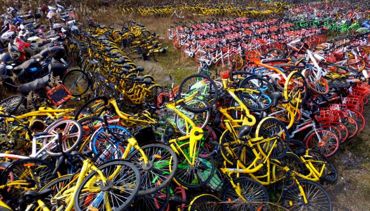 Che tristezza i cimiteri di bici abbandonate