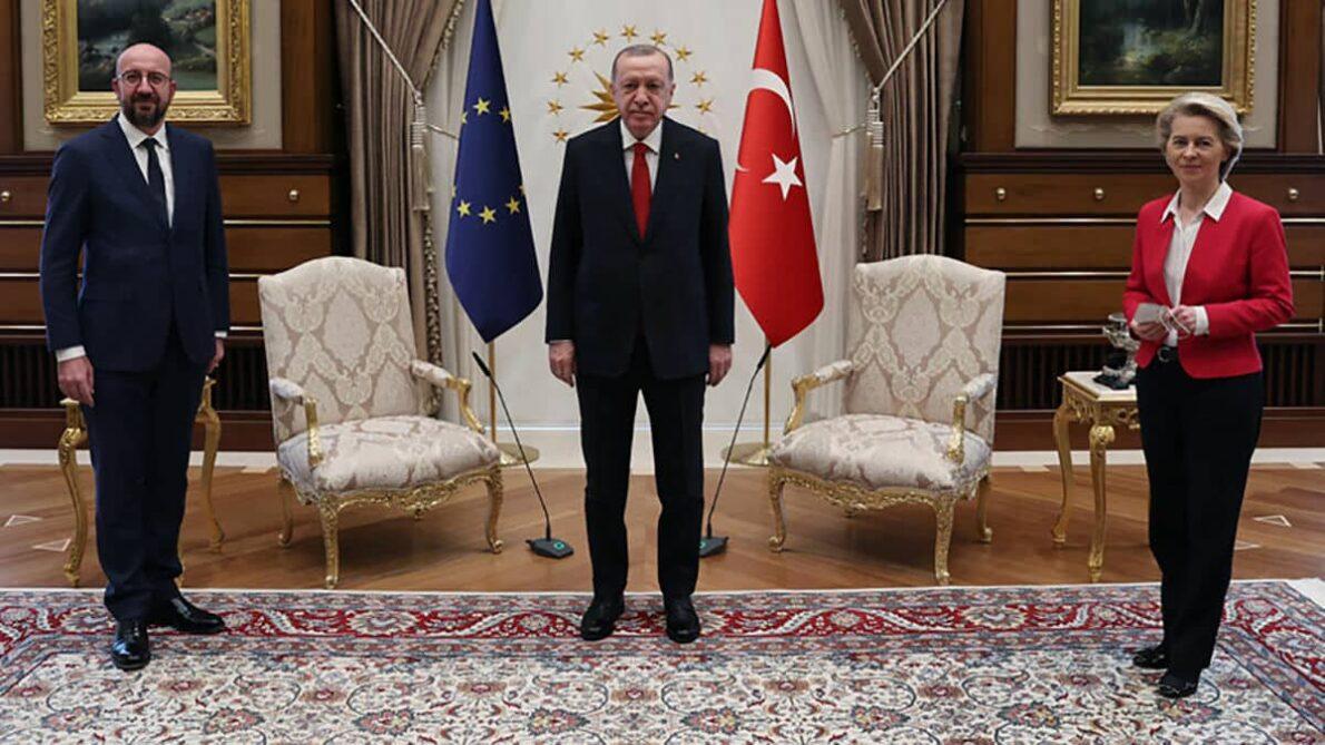 La sedia negata alla presidente Von der Leyen