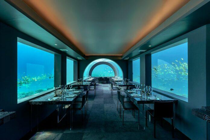 Ristorante subacqueo nell'atollo di Raa