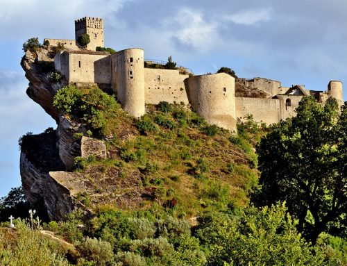 Roccascalegna, il borgo sospeso sulla roccia